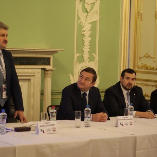 Развитие туристских отношений с Санкт — Петербургом пойдёт в двух направлениях. В рамках реализации Национального проекта Фестиваля синтеза истории и современности «Строгановская седмица», а также темы cохранения культурного наследия в годы эвакуации